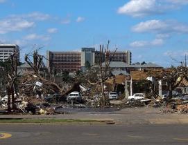 Tornado damage in Tuscaloosa, Ala. Photo: Thilo Parg via Wikimedia Commons; Lice