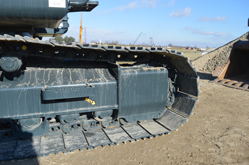 Rock guarding protects the HX220L undercarriage rollers.