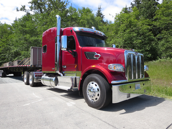 Peterbilt now offers the PeopleNet app fully integrated into the display of its SmartNav system.