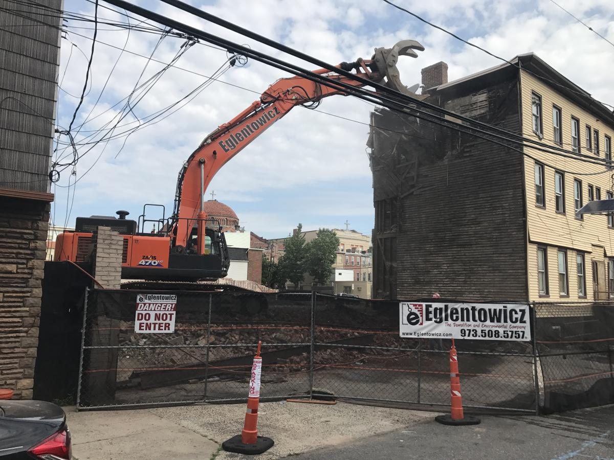 Eglentowicz Wrecking specializes in urban demolition in and around New York and New Jersey.