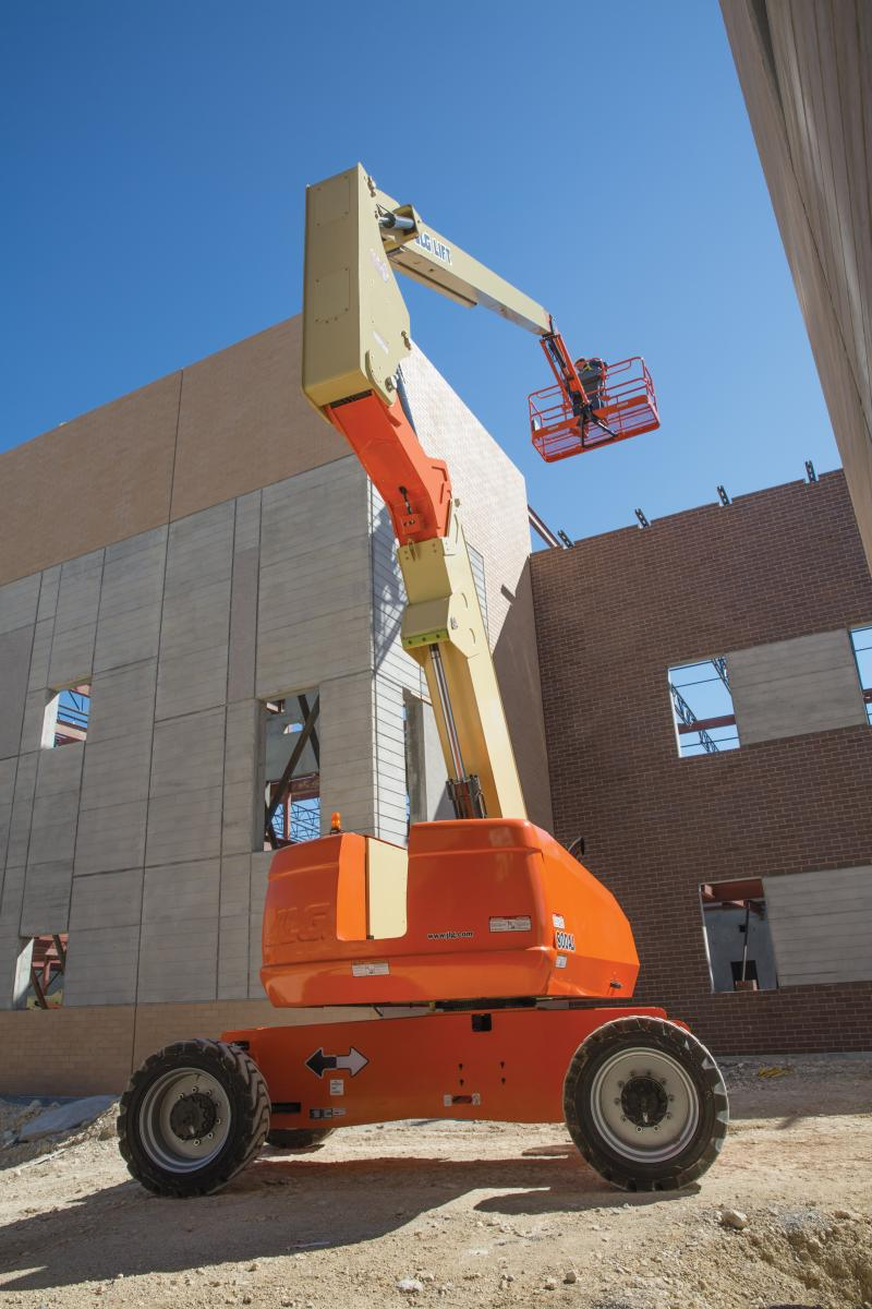JLG's parallel hybrid technology in the H800AJ employs an engine-driven motor-generator