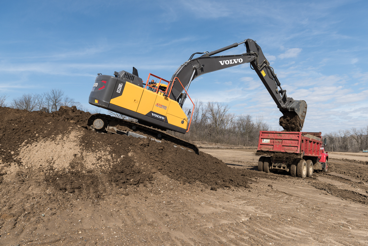 The Local 649 operators used the EC220E as they would on a job site