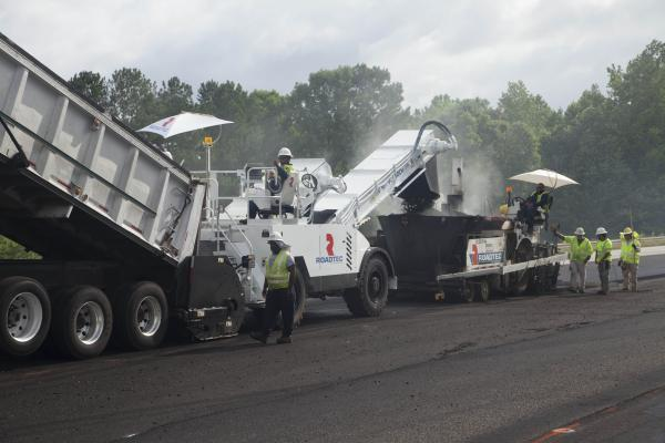 Roadtec MTV-1100e Transfer Vehicle