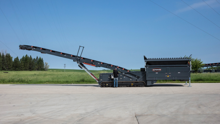 Superior feed hopper processes up to 800 tons per hour