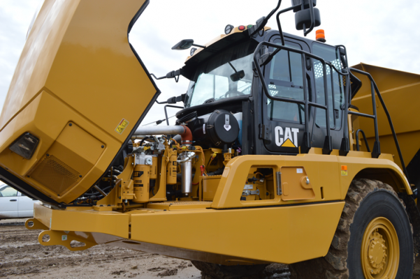 Cat 735 Redesign Emphasizes Efficiency, Control, Safety