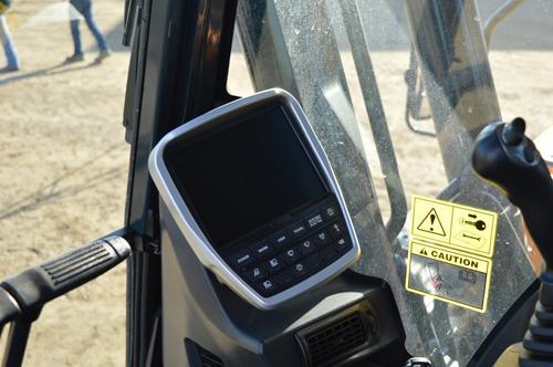 Hyundai HX220L 8-inch touchscreen monitor is moveable.