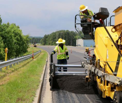 BOMAG asphalt pavers feature Sideview