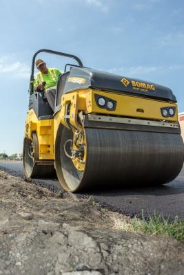 BOMAG BW 138 AD-5 tandem vibratory roller has a 54.3-inch rolling width and is suitable for use on granular soils and asphalt.