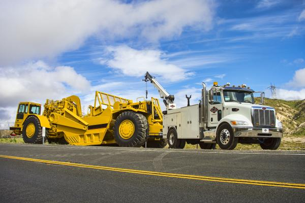 IMT Dominator III mechanics truck is fitted with a 25-foot, 12,000-pound-capacity telescopic crane.