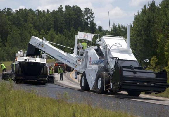 Roadtec SB-2500e Material Transfer Vehicle