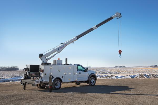 Stellar Model 6521 telescopic crane has a maximum lifting capacity of 6,000 pounds