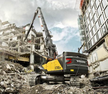Volvo EC750 HR excavator reaches to 118 feet