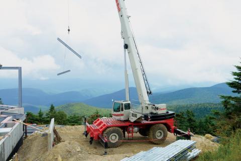 Rough Terrain Cranes Lift Job Site Versatility