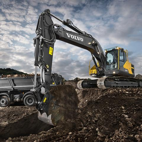 The latest OEM technology available in what is a market sweet spot for hydraulic excavators (27 to 36 metric tons) focuses on features geared to help operators do their jobs easier and with more efficiency, experts told Construction Equipment.