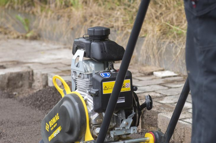 BOMAG BVP10/30 plate compactor features a balanced lifting point