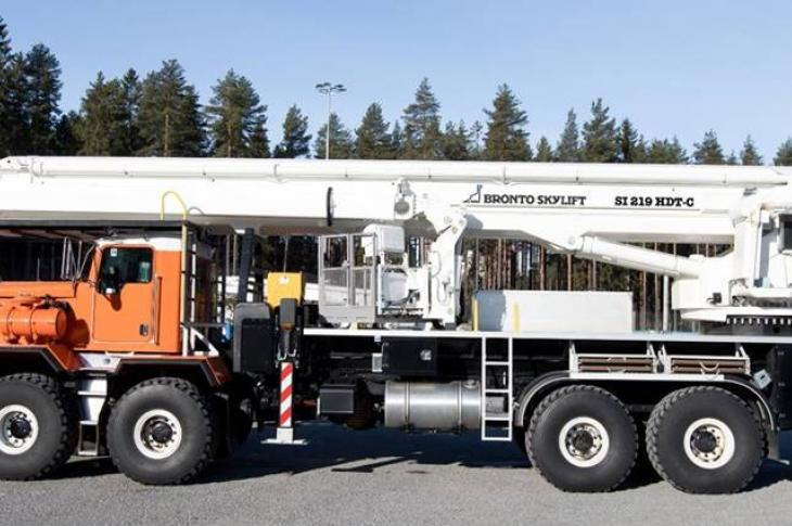 Bronto Skylift SI 219 HDT-C telescoping boom lift has a 219-foot working height