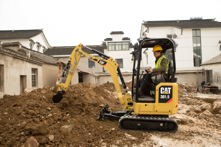 Cat 301.5 excavator has an operating weight of 3,472 pounds