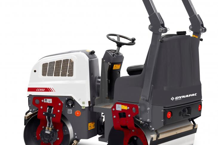 Dynapac CC950 tandem-drum vibratory roller has an operating mass of approximately 1.6 tons