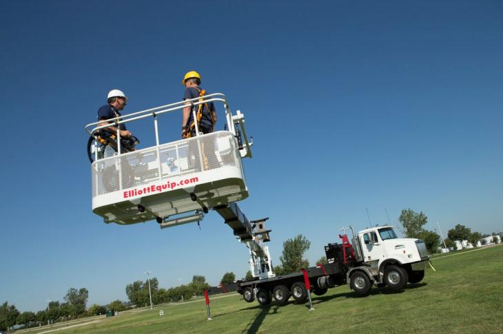 Elliott Equipment E190 Aerial Work Platform Reaches 202 Feet