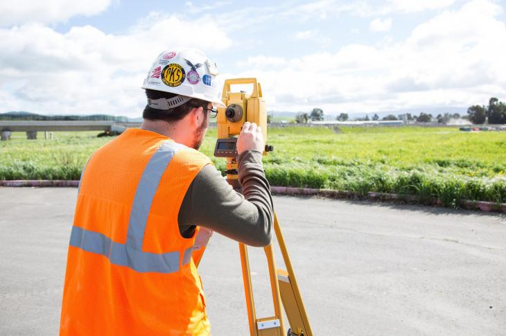 Topcon GPT-3500LNW Reflectorless Total Station With Built-In Bluetooth