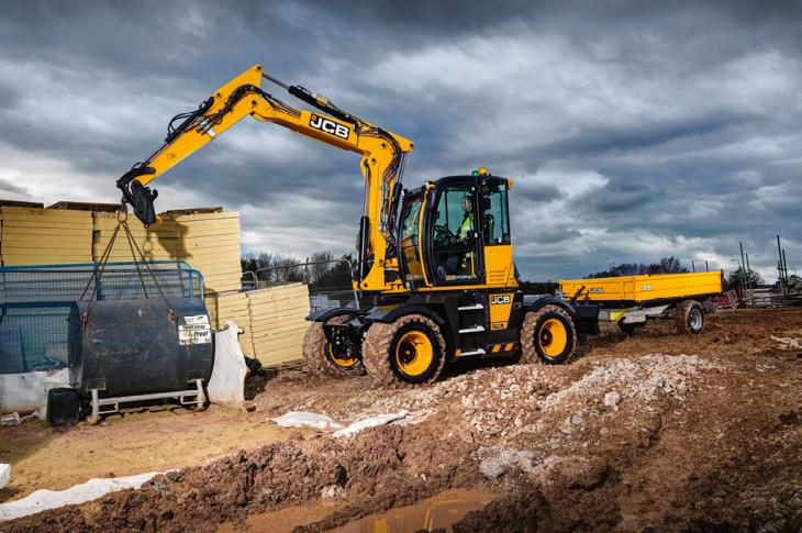 JCB has upgraded the 110W Hydradig wheeled tool carrier with the installation of a Tier 4-Final JCB EcoMAX 108-horsepower diesel engine.