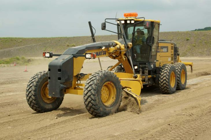 Komatsu GD655-7 motor grader offers cab enhancements