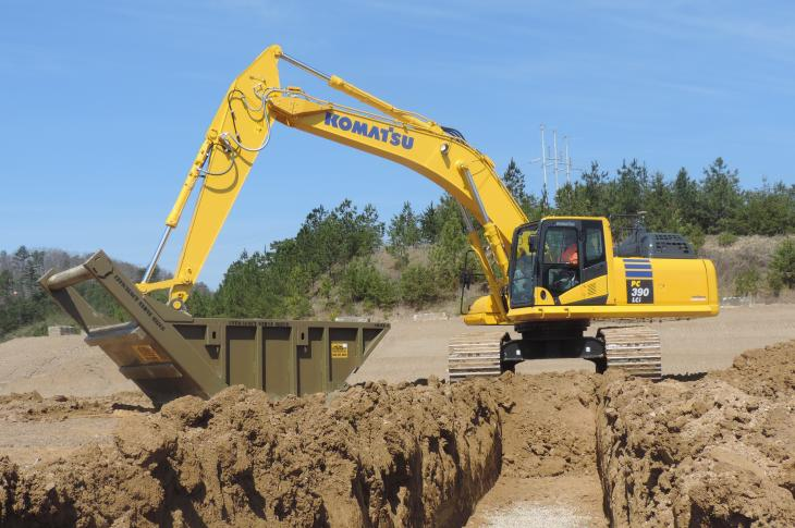Komatsu PC390LCi-11 is a 3D, semi-automatic excavator