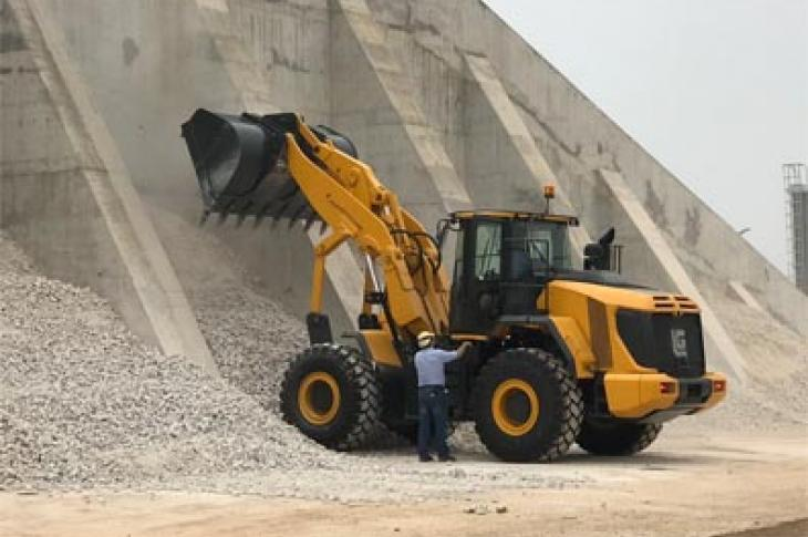LiuGong has introduced an articulating-frame wheel loader with vertical-lift loader arms