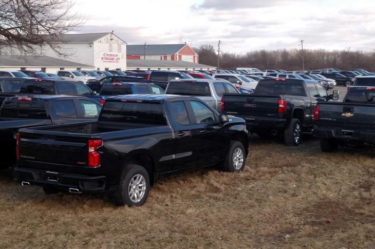 Pickup truck builders report that commercial pickup truck sales are still growing.
