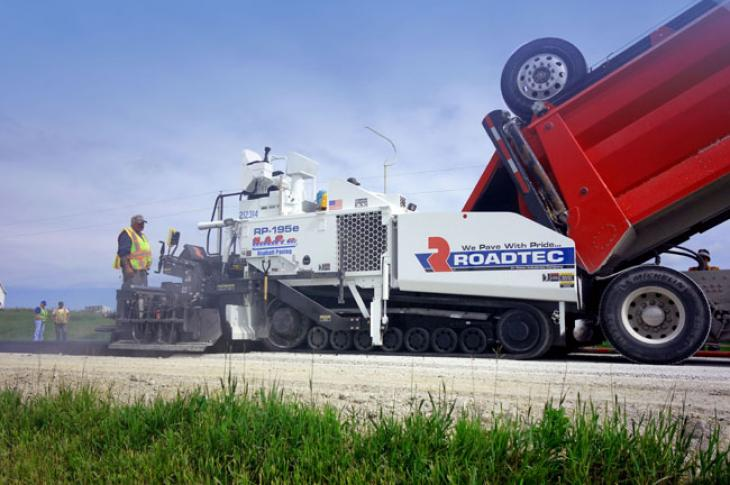 Roadtec RP-195e asphalt paver has the company's patented anti-segregation design