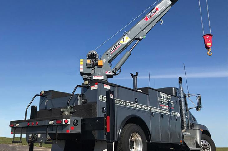 HT45KX full-hydraulic service crane features a maximum lifting capacity of 7,800 pounds and up to 25 feet of boom reach.