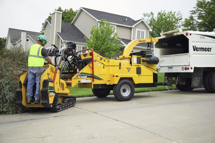Vermeer BC1500 brush chipper is now available with a gas engine
