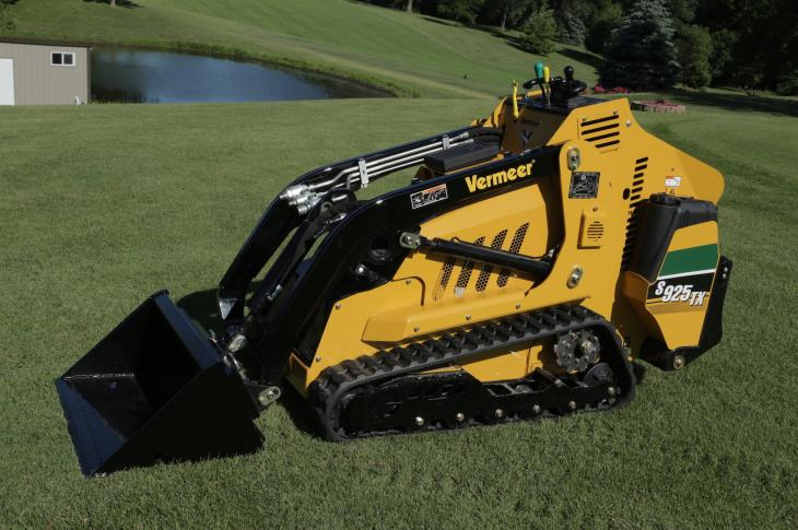 Vermeer S925TX skid steer has a tipping capacity of 2,643 pounds