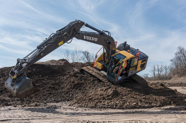 Steep angles, soft underfoot conditions, wet material, large bucket, heavy coupler, long stick—factors that could diminish performance, but the Volvo EC220E showed balance and power.