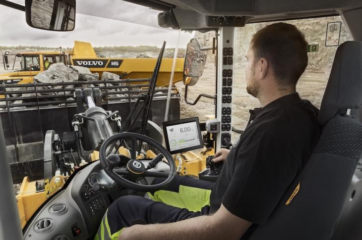 An operator uses Volvo's Dig Assist while on site.