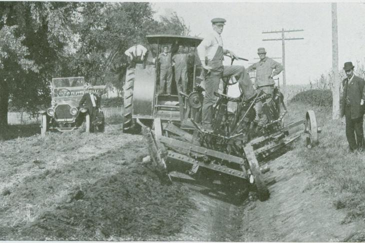 The Leaning-Wheel  Grader