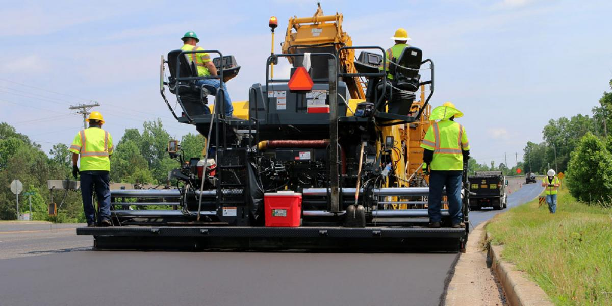 BOMAG wheeled asphalt paver has 16.7-ton hopper capacity.