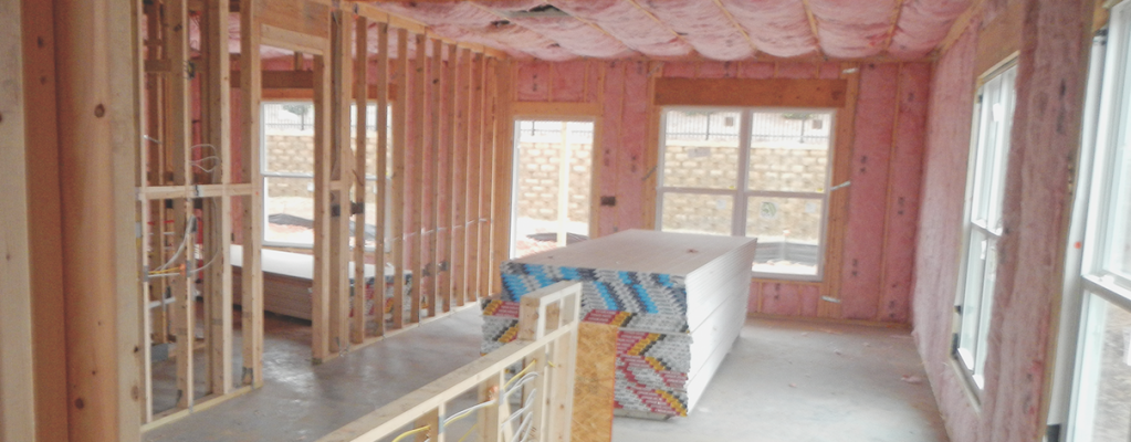Quality Matters_clean jobsite_best practice__home interior with studs and insulation