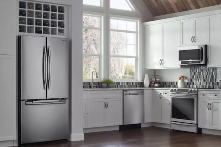 Kitchen_with_refrigerator