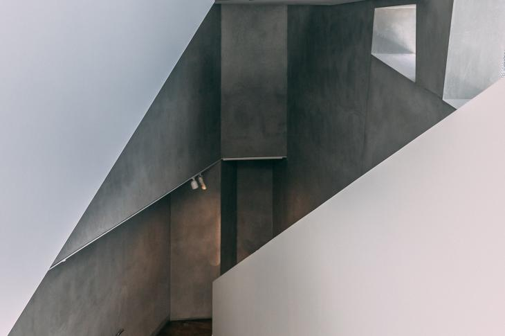Concrete home interior | Photo: Unsplash/Kevin Xue