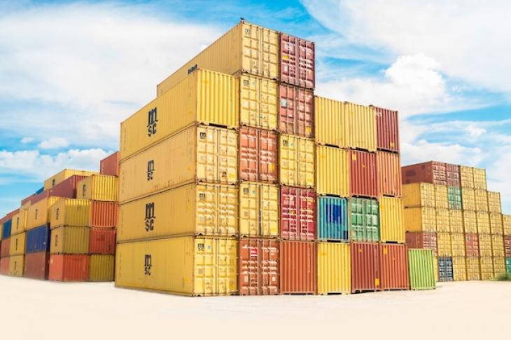 Stack_of_shipping_containers