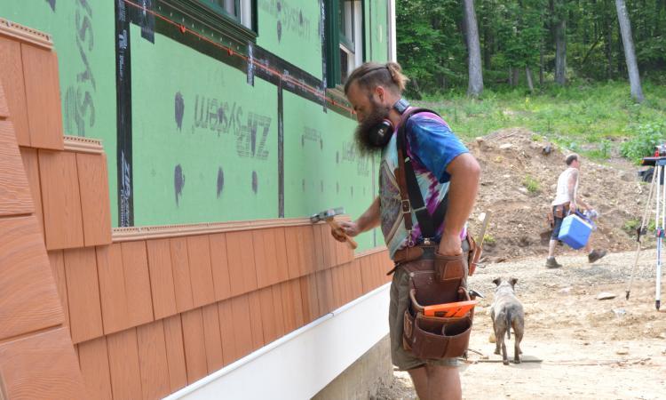 remodeler installing siding good customer service