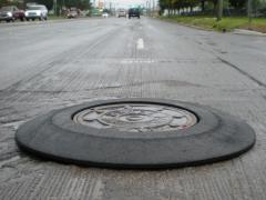 Manhole safety ramp