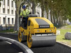 Designed for smaller jobs, the DD25 and DD25W from Volvo compact at higher frequencies (3,300 to 4,000 vpm), allowing finer operation and higher travel speeds
