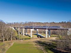 Crews master difficult conditions for new bridge