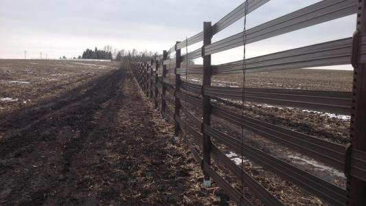 MnDOT, landowners install first-of-its-kind snow fence
