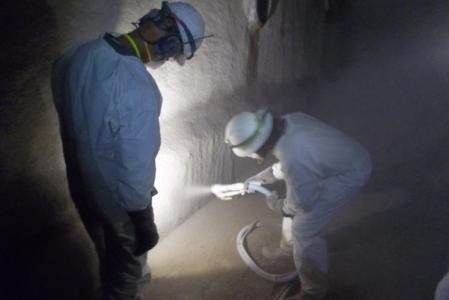 Hand spray application of GeoSpray mortar lining
