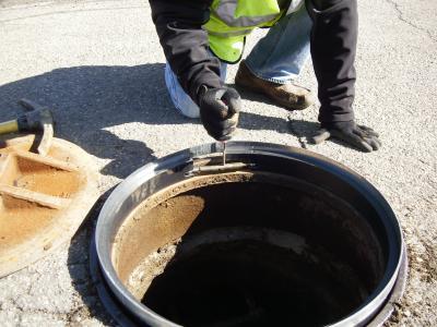 ET Simonds manhole