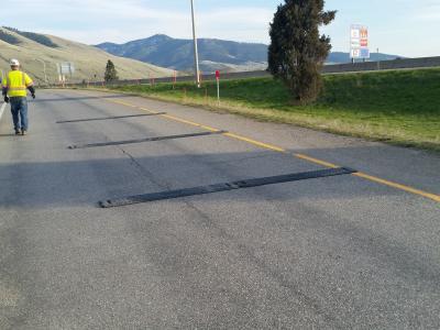A three-strip, RoadQuake 2F TPRS array on an exit ramp