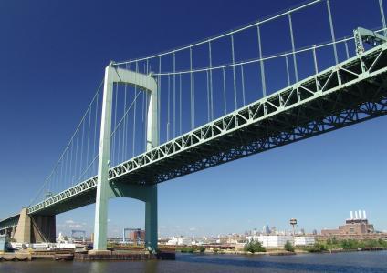 Walt Whitman Bridge receives new steel grid deck system
